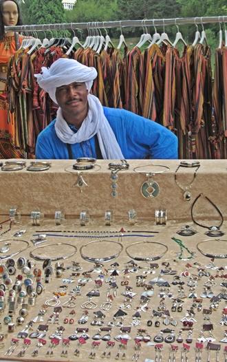 Handgefertigter Schmuck auf dem Afrika-Festival Böblingen